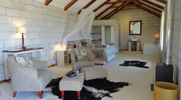 Quail Self Catering Cottage, with beautiful king size bed, comfortable lounge, pampering bathroom and fully equipped kitchen between Ficksburg and Clocolan in the Eastern Free State