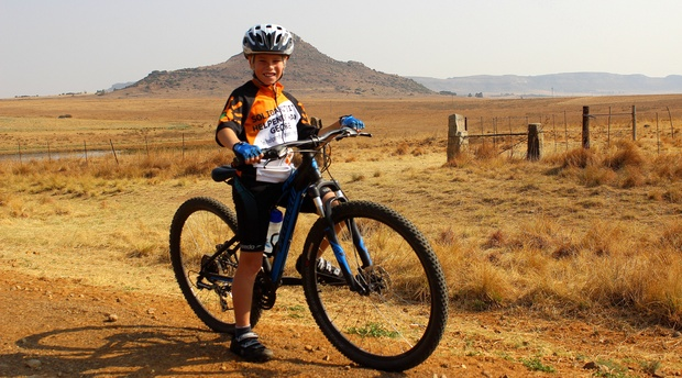 Cycling on the local roads around Amohela ho Spitskop Country Retreat & Conservancy between Ficksburg & Clocolan in the eastern Free State