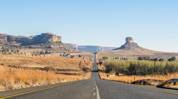 The road from Amohela ho Soitskop to the Village of Clarens is scenically stunning and a good days exploration