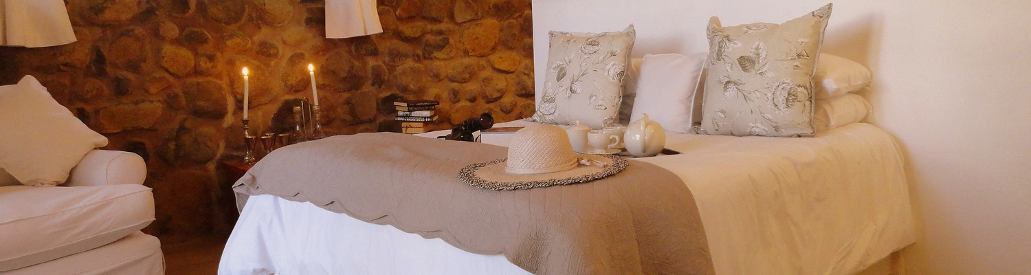 Queen size bed in the double en suite bedroom at Porcupine Self Catering Cottage at Amohela ho Spitskop Country Retreat & Conservancy between Ficksburg & Clocolan in the Eastern Free State