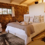 The beautiful main bedroom en suite in Porcupine Self Catering Cottage at Amohela ho Spitskop Country Retreat.