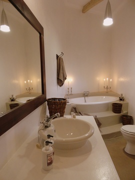 One of the large pampering bathrooms in Porcupine Self Catering Cottage